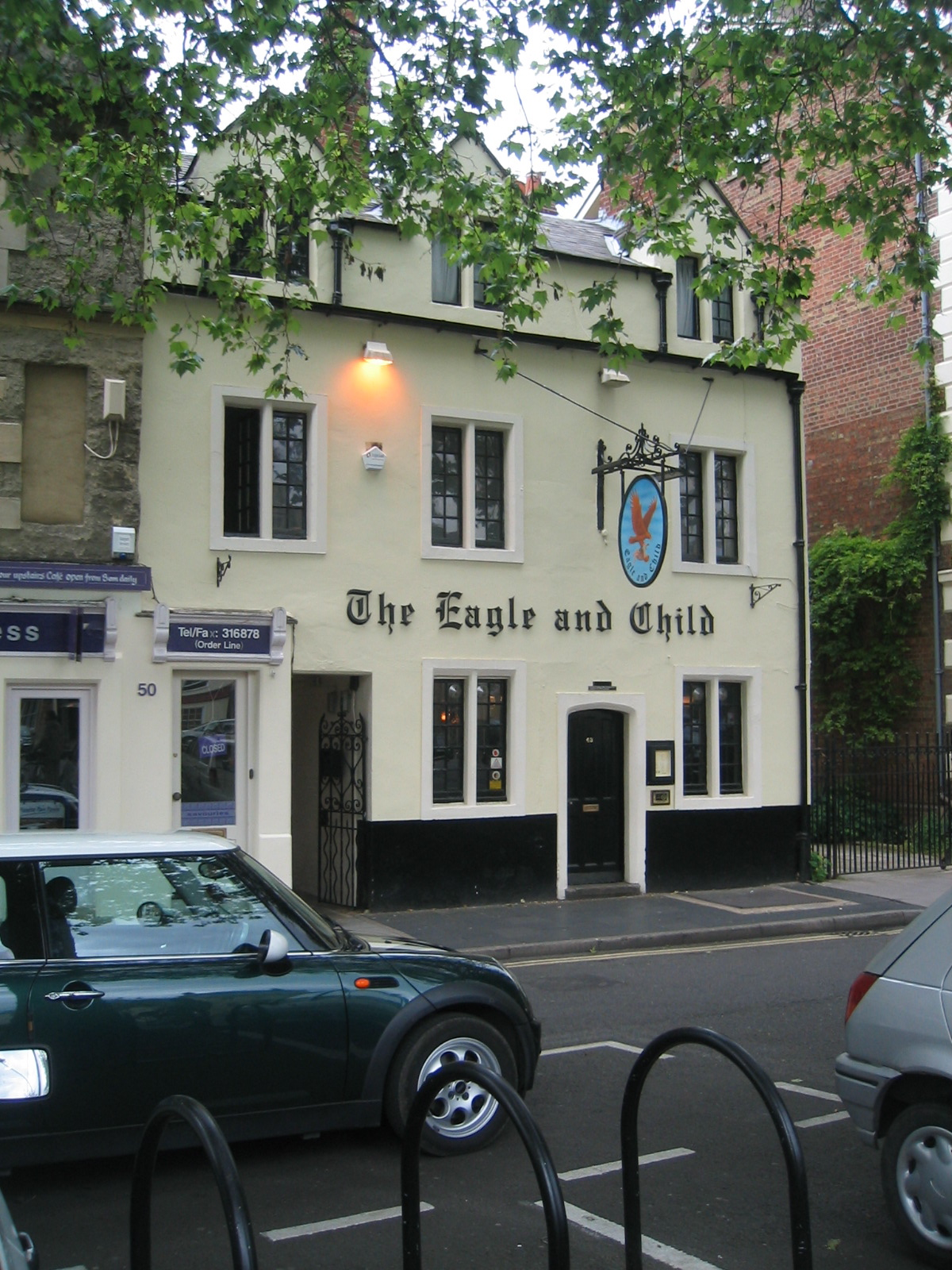 The Eagle and Child pub in Oxford where the Inklings met in 1939 / Public Domain / Wikimedia Commons