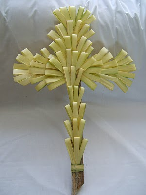 how to create a cross out of palms